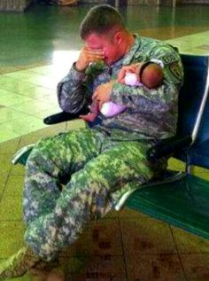 Army Dad Seeing His Baby The 1st Time Ever! #MilitaryFamily #BabyPhoto #BabyLove #Newborn