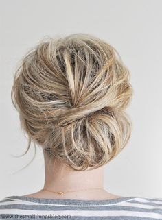 Low Chignon Hair Tutorial for a casual beach wedding hairdo Spring Hairstyles, Pretty Hairstyles, Prom Hairstyles, Second Day Hairstyles, Teenage Hairstyles, Blonde Hairstyles, Bun Hairstyles Short Hair, Hairstyles For Nurses, Hairstyle Ideas