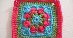 Piastrellina regina dei fiori 13         di Elena Visentin          Questa piastrella è una mia creazione e nasce dal mio amore per i fio...