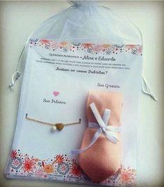 Em busca de um convite criativo para os padrinhos de casamento? Que tal um kit…