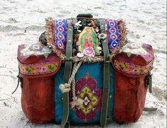 ☮ American Hippie Boheme Boho Style ☮ Bag Make it happen with vintage retro… Hippie Boho, Mode Hippie, Mode Boho, Boho Gypsy, Ethno Style, Gypsy Style, Hippie Style, Bohemian Style, Bohemian Bag