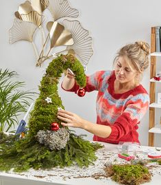 Make gnomes out of fir and moss yourself – Do it yourself mit mömax Easy Christmas Crafts, Noel Christmas, Outdoor Christmas, Rustic Christmas, Simple Christmas, Vintage Christmas, Christmas Wreaths, Christmas Decorations, Xmas