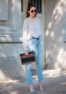 Le Fashion: Street Style: A Cool Feminine Way To Rock Slouchy Jeans Street Style 2016, Street Style Looks, Street Chic, Paris Street, Fashion Moda, Girl Fashion, Womens Fashion, Net Fashion, Fashion Suits