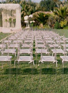 """Des petits """"fonds de chaises"""" à disposer sur chaque siège"""
