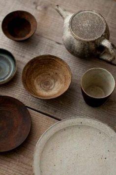 beautiful organic colours and design, raku clay perhaps Ceramic Tableware, Ceramic Pottery, Ceramic Art, Kitchenware, Slab Pottery, Ceramic Bowls, Pottery Vase, Ceramic Mugs, Pottery Plates