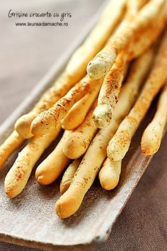 beautiful breadsticks with great visual directions Crispy grissini.beautiful breadsticks with great visual directions Cooking Bread, Easy Cooking, Bread Baking, Bread Recipes, Vegan Recipes, Ma Baker, Supermarket, Fingerfood Party, Incredible Edibles