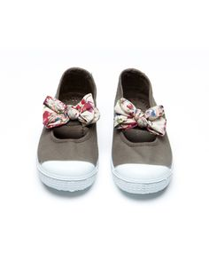 dressing up shoes with fabric ribbons...