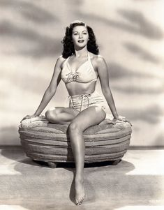 30 Stunning Black and White Portraits of Yvonne De Carlo From Between the and ~ vintage everyday Old Hollywood Stars, Hollywood Actor, Golden Age Of Hollywood, Vintage Hollywood, Hollywood Glamour, Hollywood Actresses, Classic Hollywood, Yvonne De Carlo, Old Movie Stars