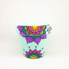 Painted Plant Pots, Painted Flower Pots, Diy Projects To Try, Art Projects, Cleaning With Hydrogen Peroxide, Betty White, Pottery Painting, Terracotta Pots, Garden Crafts