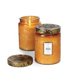 Voluspa's sophisticated coconut wax candles conduct every scent with superior luminosity and burn time. Poured into a beautiful glass jar the Baltic Amber Candle is scented with amber resin, sandalwoo