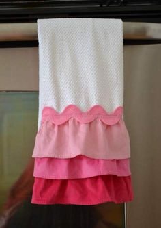 Valentine's Day ombre pink ruffle towel--easy sew and cheap DIY, great gift!