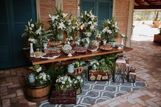 Casamento Greenery na Fazenda | Lápis de Noiva Grazing Platter Ideas, Wedding Decorations, Table Decorations, Decor Wedding, Dessert Table, Tablescapes, Greenery, Succulents, Table Settings