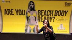 """""""Prêts pour la plage ?"""": les Londoniens se mobilisent contre une pub sexiste"""
