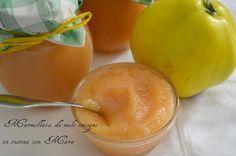la marmellata di mele cotogne, una vera leccornia ottima sia gustata alla mattina a colazione sia per preparare una crostata dal sapore particolare