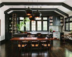 Au revoir les cuisines blanches ! Une tendance sombre et élégante arrive