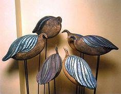 Yurtiçi ve uluslararası bir çok çakıl mozaik projesine imza atmış ödüllü bir firmadır. Clay Birds, Ceramic Birds, Ceramic Animals, Clay Animals, Ceramic Clay, Bird Sculpture, Animal Sculptures, Pottery Animals, Hand Built Pottery