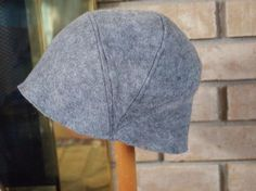 How to Sew a Cute Cloche Hat: I love vintage hats - and this Instructable is inspired by the cloche hats of the Cloches were close-fitting hats that were worn quite low - almost down to the… Hat Patterns To Sew, Sewing Patterns, Fleece Hat Pattern, Stitch Patterns, Knitting Patterns, Sombrero A Crochet, Flapper Hat, 1920s Flapper, Hat Tutorial