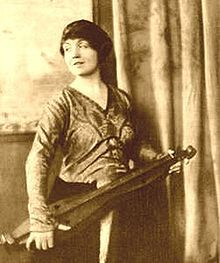 A photo from the May 1, 1917, issue of Vogue, featuring an Appalachian dulcimer.