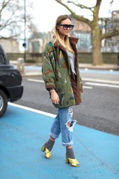 The best street style spotted outside London's Fall 2016 collections. 
