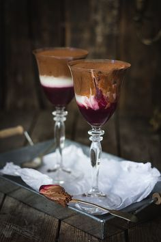 Dracula Mousse (with chocolate, yogurt and raspberry jam)