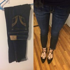 Dark denim zipper ankle skinny jeans capris✨27 Hollister skinny dark denim wash NWOT ankle zipper jeans can be worn as capris or long as pictured - never worn just no tags so brand new super cute - selling bc snug best fits a 25/26 - not free people Free People Jeans Skinny