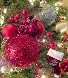 These Red Glitter Christmas Tree Ornaments are so easy to make, will make a huge impact on your Christmas tree and we have all the step-by-step directions. All Things Christmas, Christmas Tree Decorations, Christmas Tree Ornaments, Christmas Fun, Clear Glass Ornaments, Glitter Ornaments, Diy Ornaments, Red Glitter, Holiday Crafts