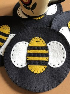 Your place to buy and sell all things handmade Mug Rug Patterns, Wool Applique Patterns, Felt Applique, Felt Embroidery, Bee Crafts, Easter Crafts, Quilting Projects, Sewing Projects, Sewing Ideas