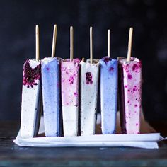 Standing up pops is a pretty craze I'm into 😬. Thanks for starting it, @thehungrywarrior 💙💕💜 Here's how to make these gorgeous pastel pops!  Ingredients  1 cup raw cashews, soaked 4 hours 1/2 cup coconut milk 2/3 cup quick oats 1 ripe banana 2 Tbsp pure maple syrup 2 Tbsp coconut oil, softened  6 drops pure lemon essential oil Plant-based food colouring powders (we used @just_blends butterfly pea flower powder for blue, dragon fruit powder for pink, and coconut activated charcoal for…