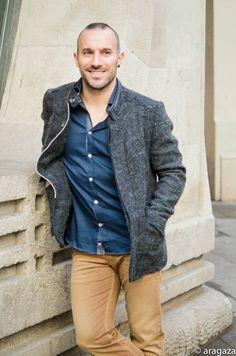 una chaqueta en color gris siempre queda bien con todo... http://www.aragaza.com/
