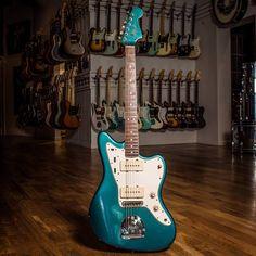 Fender Electric Guitar, Fender Guitars, Lake Placid Blue, Cool Guitar, Bass, Cool Stuff, Sick, Vintage, Classic