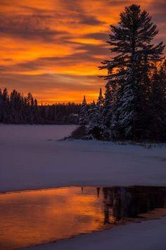 radivs: Setting Sun by David Lawes - Nature is Life Winter Sunset, Winter Scenery, Sunset Sky, Foto Picture, Beautiful Sunrise, Winter Landscape, Sunset Landscape, Nature Pictures, Amazing Nature