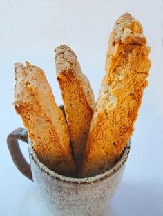 Traditional Almond Biscotti (Great, easy recipe! They were a hit with my dinner group. ~cj)