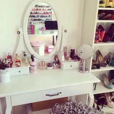 "@Luisa Lion's photo: ""My makeup table (from eBay, shoe closet is Ikea) #soaufgeräumtwarslangenichtmehr #roomtour #schminktisch #homeinspo #beautytable #luisalion"""