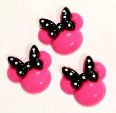 Hot pink mouse head w/ bow resin cabochon. For embellishing baby headbands, barefoot baby sandals & other DIY projects. Shabby roses, FOE, elastics & more available.