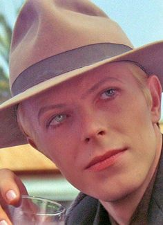 David Bowie as Thomas Jerome Newton (Tommy) on the movie The Man Who Fell to Earth ❤️ Angela Bowie, David Bowie, Glam Rock, Iggy Pop, David Jones, Catherine Deneuve, Bambi, Duncan Jones, Rock N Roll