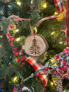 Wood Slice Christmas Ornaments Made with a Wood Burning Tool - The House on Silverado