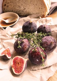 Figues rôties en 2 façons : sur tartine de chèvre frais ou accompagnées de glace au caramel maison - www.ygheia.com