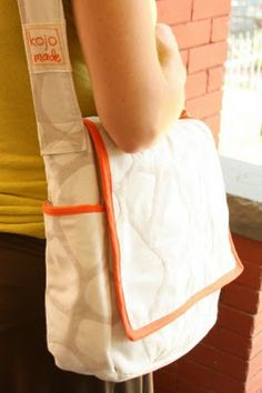bag tutorial. This is so cute! I really hope Hanukah Harry brings me a sewing machine this year.