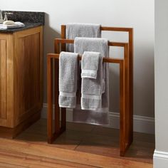 Simple lines and contemporary design make the Hailey Teak Towel Rack a smart choice for drying towels, swimsuits, and other wet items. It's perfect for a bathroom styled with modern decor. Towel Rack Pool, Bath Towel Racks, Towel Shelf, Towel Storage, Pool Towels, Towel Rail, Outhouse Bathroom Decor, Teak Bathroom, Bathroom Towels