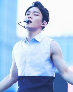 chen + his veiny arms <3