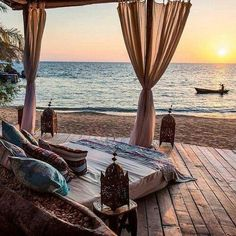 Imagine laying out here and watching the sunset... ♥ Check out 10 magical beach vacation ideas only on YouQueen.com