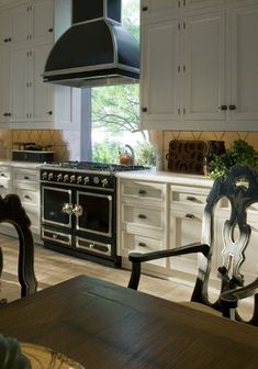 New kitchen island with stove and oven la cornue Ideas Home, Home Kitchens, Kitchen Remodel, Kitchen Design, Kitchen Decor, New Kitchen, Eclectic Interior Design, Beautiful Kitchens, Kitchen Island With Stove