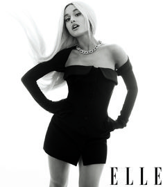 Ariana Grande covers the August 2018 issue of ELLE magazine photographed by Alexi Lubomirski and styled by Natasha Royt. On coming home after the Ariana Grande Fotos, Ariana Grande 2018, Ariana Grande Photoshoot, Ariana Grande Outfits, Cabello Ariana Grande, Ariana Grande Cover, Ariana Grande Interview, Camila Mendes Photoshoot, Elle Magazine