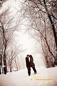 Love this winter scene for a maternity pose for those Canadian babies!