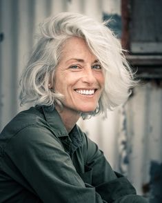 beautiful gray hair, wonderful expression // hairstyles over 50 Source by Hairstyles Over 50, Trendy Hairstyles, Pelo Color Plata, Grey Hair Inspiration, Ageless Beauty, Pure Beauty, Aging Gracefully, Great Hair, New Hair