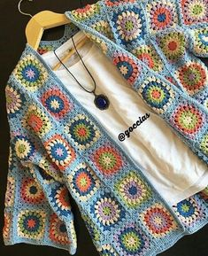 Transcendent Crochet a Solid Granny Square Ideas. Inconceivable Crochet a Solid Granny Square Ideas. Pull Crochet, Gilet Crochet, Crochet Cardigan, Knit Or Crochet, Crochet Motif, Crochet Stitches, Crochet Patterns, Knit Lace, Crochet Flowers