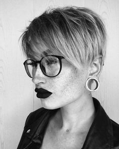 45 Best Pixie And Bob Cut Hairstyle Ideas Short hairstyles are carefully selected for women in not only radically change the image, but also obscure minor imperfections in the face. Which short hairstyles are fashionable this year? Modern Bob Hairstyles, Short Hairstyles For Women, Hairstyles Haircuts, Short Hair Cuts, Short Hair Styles, Pixie Cuts, A Symmetrical Bob, Cute Bob, Classic Bob