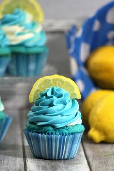 Delicious and fun Easy Homemade from Scratch Blueberry Lemonade Cupcake Recipe great for birthday parties, desserts, picnics, summer barbecues - Cupcakes Yummy Treats, Sweet Treats, Yummy Food, Mini Cakes, Cupcake Cakes, Cup Cakes, Cupcake Emoji, Cupcake Liners, Just Desserts