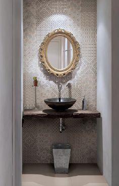 Spalife: Pieni wc saa näyttävää ilmettä koristeellisella ja vaihtelevalla kuviolaatalla - Oikotie Sisustus