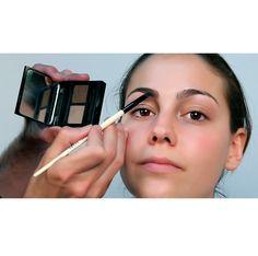 Maquillar CEJAS. Diseñar, definir y fijar. BOBBI BROWN